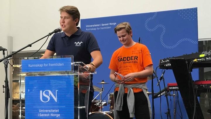Studentrådsleder Sverre Uthus-Sævarang og Erik Andrè Ruud fra Samfunnet Drammen.